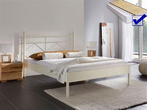 komplett bett metallbett komplett bett pinar lattenrost matratze