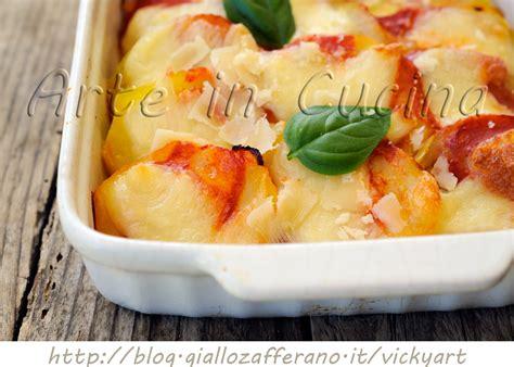 come cucinare le mozzarelle patate con mozzarella e pomodoro al forno