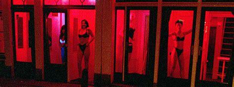 sex shop cabinas madrid amsterdam quiere reducir a la mitad los coffee shops y