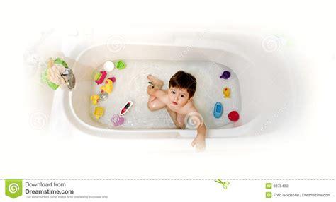 foto in vasca da bagno bambino in vasca da bagno fotografia stock immagine di