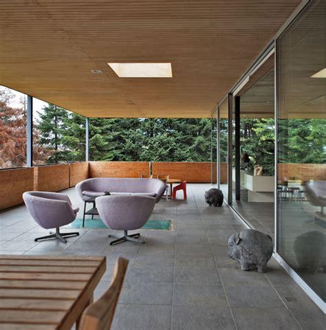 Extension Terrasse Beton by Extension B 233 Ton Verre M 233 Tal D Une Maison Moderne 224