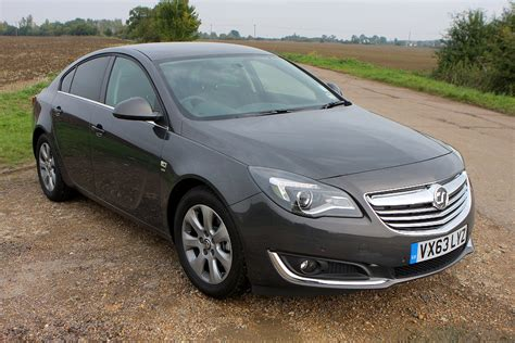vauxhall insignia hatchback review parkers