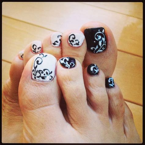 funky toe nail 15 cool toe nail designs for