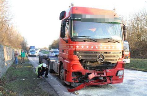 Auto Ummelden Kosten Offenburg by Bei Einem Frontalzusammensto 223 Mit Einem Lkw Wird Ein