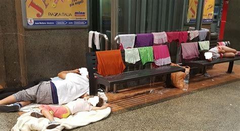 casa famiglia caserta caserta famiglia senza casa vive in stazione i bimbi