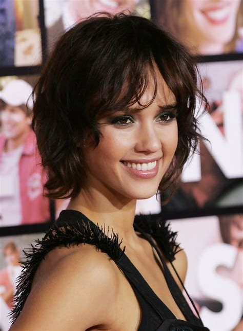 short haircusts for fine sllightly wavy hair jessica alba short wavy curly bob hairstyle hairstyles