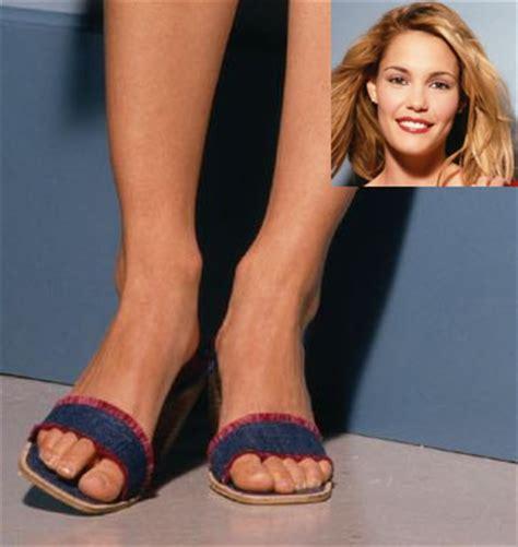 celebrity feet site: leslie bibb feet