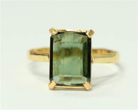 Green Tourmaline 5 25 Ct gold ring 18 kt set with green tourmaline of 5