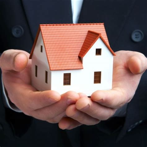 house manager what are the benefits of using a property management company