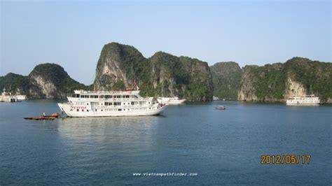 hanoi bay boat trips cruising halong trips