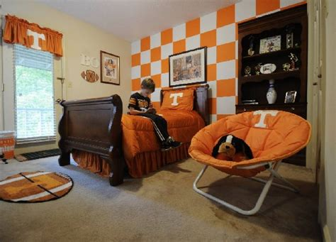 alabama bedroom decor school spirit tennessee and alabama fans who show their