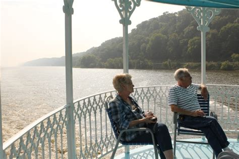 mississippi river boat cruise vacations take a mississippi riverboat cruise vacation in iowa