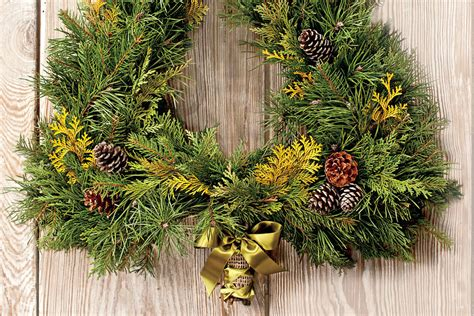 tree form wreath festive christmas wreath ideas