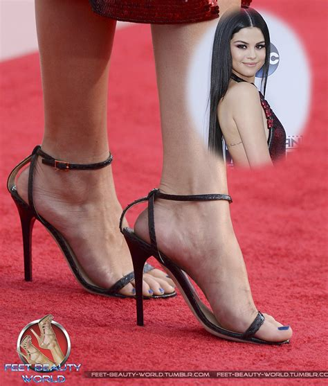 best celebrity feet photos selena gomez celebrity foot and shoes