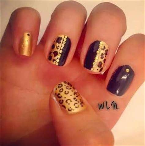 imagenes de uñas en negro con dorado decorados de u 241 as con el color de temporada el dorado
