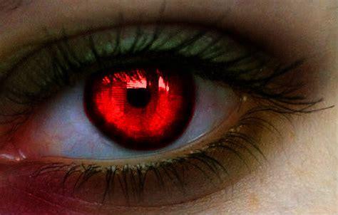 zombie eye manip by colorinsilence on deviantart