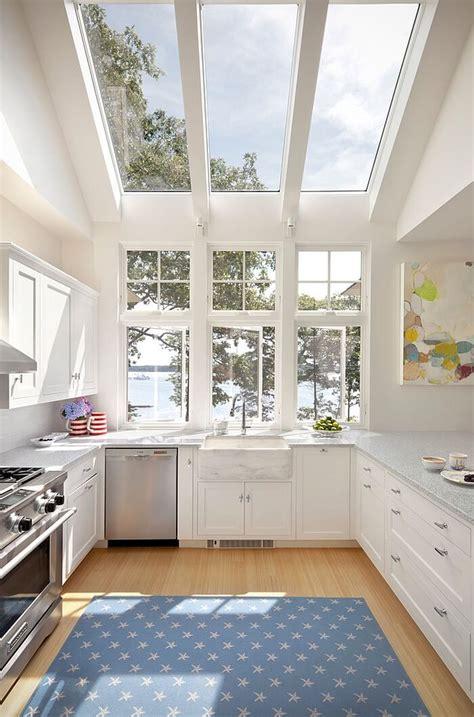 15 serene white kitchen interior design ideas https 15 airy and beautiful kitchen designs with skylights