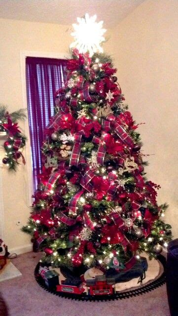 christmas tree decorating ideas with plaid ribbon plaid ribbon tree decorations