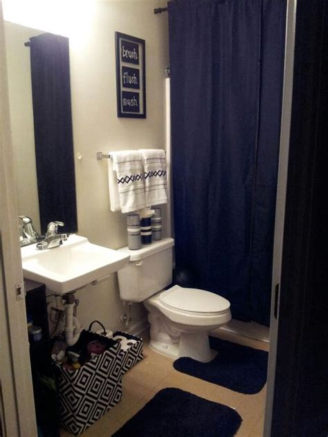 College Bathroom Ideas | my college apartment bathroom black and white with grey