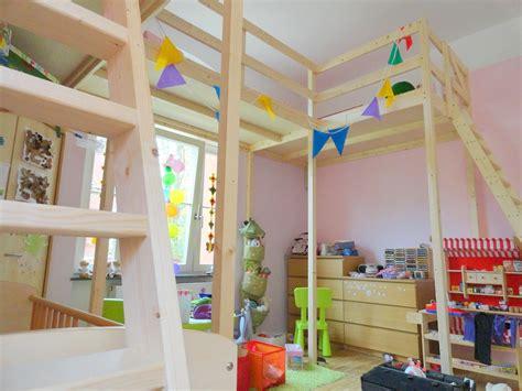 Hochbett Für Zwei Kinder by Hochbett Selber Bauen Mit Schrank