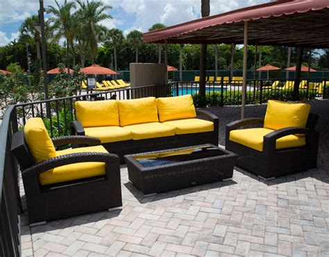 Best Time To Buy A New Sofa by When Is The Best Time To Buy Patio Furniture Why
