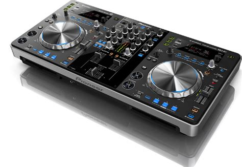 Pioneer Dj Giveaway - video 2013 dj expo pioneer dj booth dj equipment news djbooth