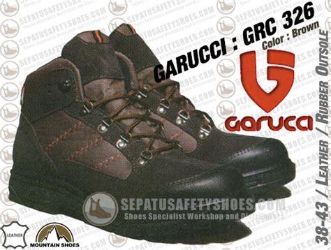 Foto Dan Sepatu Safety toko sepatu safety dan sepatu gunung holidays oo