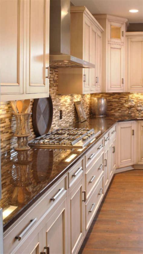 backsplash for cream cabinets 52101da2a18c945f7527d284b25f6211 jpg 640 215 1136 corner