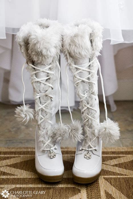 Winterhochzeit Schuhe by Winter Weddings The Newly Engaged