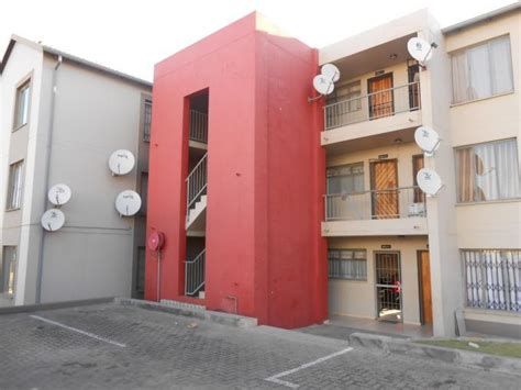 2 bedroom flat to rent in johannesburg 2 bedroom apartment to rent in fleurhof property to rent