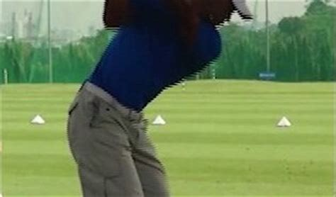 tiger woods iron swing face on tiger woods golf swing video 2012 face on view full