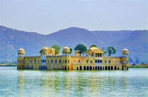 2-Day Private Tour of Jaipur from Delhi: City Palace, Hawa ...