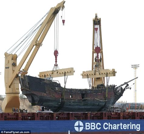 xo sailing boat pirates of the caribbean ship sets sail on the high seas