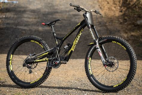 commencal supreme 3 commen 231 al supreme dh v4 s for 3 world cup teams mtb