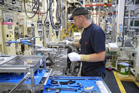 toyota manufacturing toyota to stop manufacturing in australia in 2017