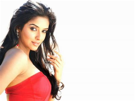 cute hindi film actress asin cute hd wallpapers indian actress asin wallpapers