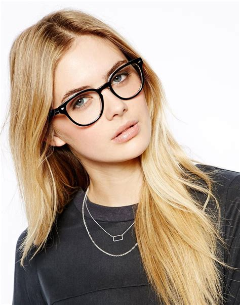 woman wearing ray ban sunglasses ray ban circular glasses in black lyst