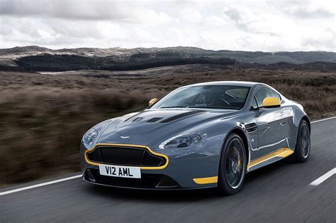 2017 aston martin v12 vantage s will offer manual