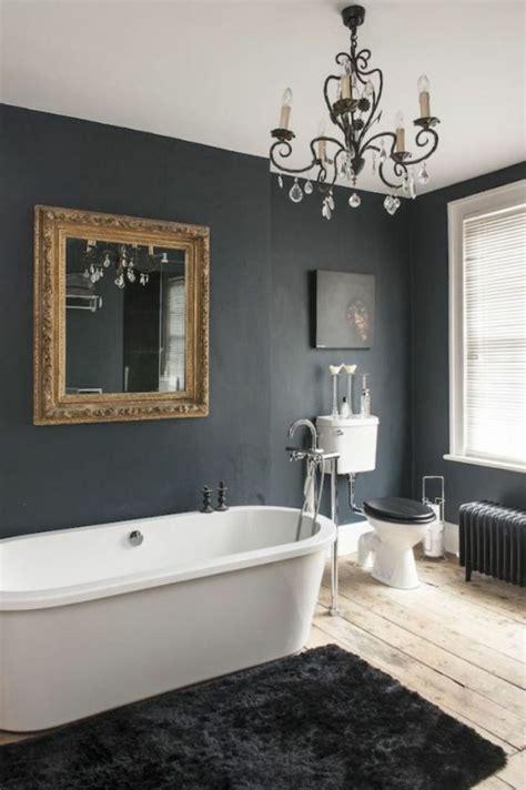 badezimmer mit kronleuchter 38 beispiele f 252 r badezimmer in schwarz archzine net