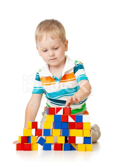 imagenes hermosas de niños jugando ni 241 o ni 241 o jugando bloques de juguetes fotograf 237 as de stock