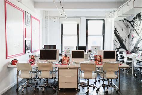 new york home design magazines inside nylon magazine s new york city offices officelovin