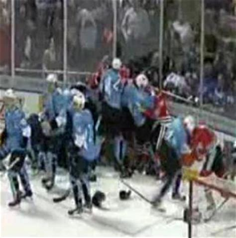 bench clearing brawl ahl s rockford icehogs and milwaukee admirals engage in bench clearing brawl video