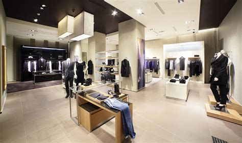 clothing stores modern and fashion clothes store moving tactics digital signage solutions