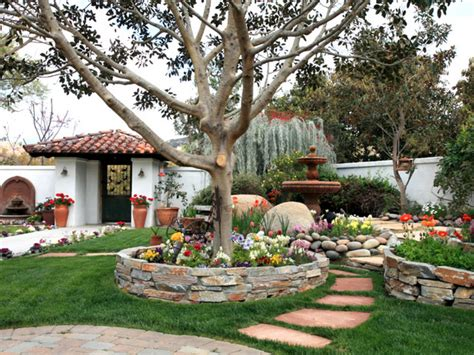 Just Two Fabulous Courtyards by Fabulous Front Yards From Rate My Space Diy Landscaping