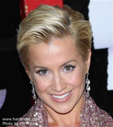 back view of kellie picklers hairstyles kellie pickler s pixie short and simple slicked back