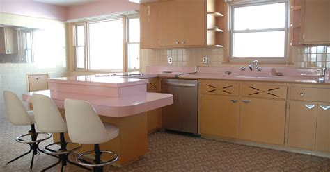 pink retro küchen kollektion this 50 year kitchen hasn t been touched since the 1950s