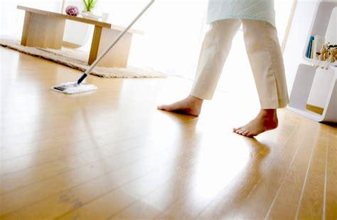 lavare i pavimenti come pulire il parquet arredo idee