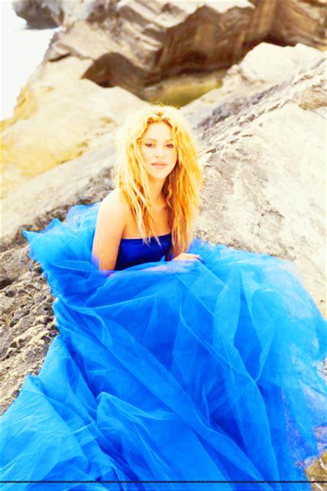Sakira Blue shakira blue dress eueelasfashionistas