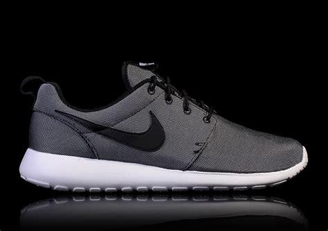 Nike Roshe Run Pria Running Black White Premium B21 9268 nike roshe one premium black white wolf grey for 89 00