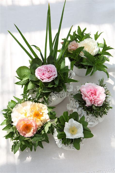 centro tavola fiori decorare la tavola centrotavola di fiori donna moderna